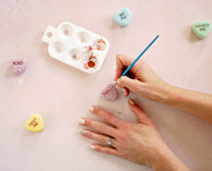 Writing on DIY conversation heart bath bombs from Shrimp Salad Ciruc