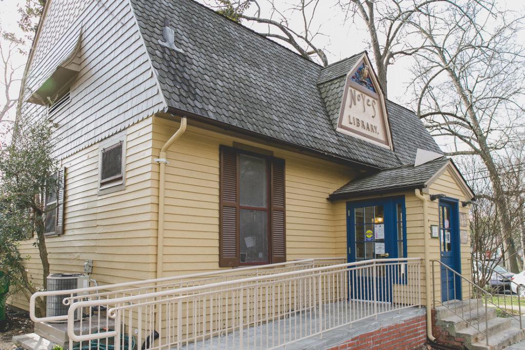 Noyes Library Kensington StoryWalk